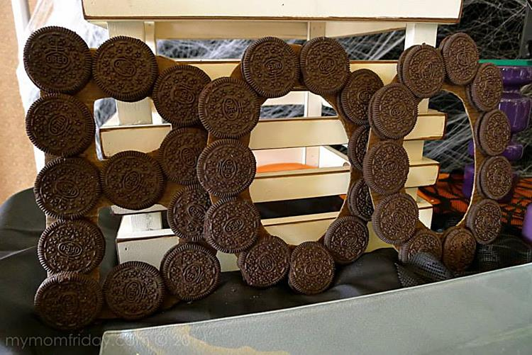 I super love the BOO sign made from OREOS!!! It totally brings it back to where all the inspiration from this whole table come from....