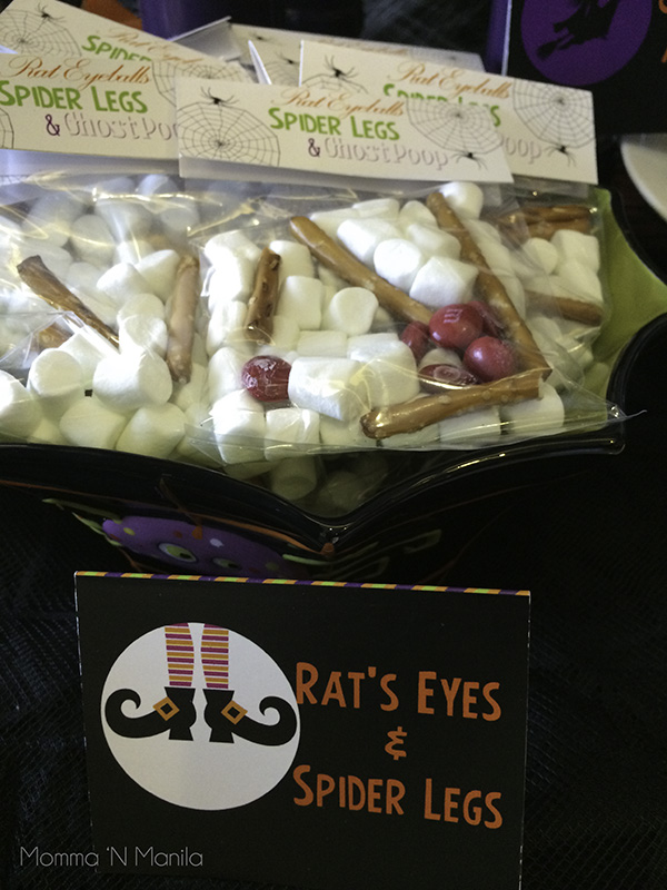 I LOVED this idea when I saw it on Pinterest. It's a nice snack for those who are looking to munch on something but without all the extra sugar. Look at the cello bag topper and the tent card that Tina designed! SUPER cute...