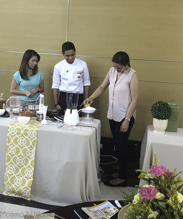 Asking for volunteers to show how easy it is to use the citrus juicer. Ging was a pro.